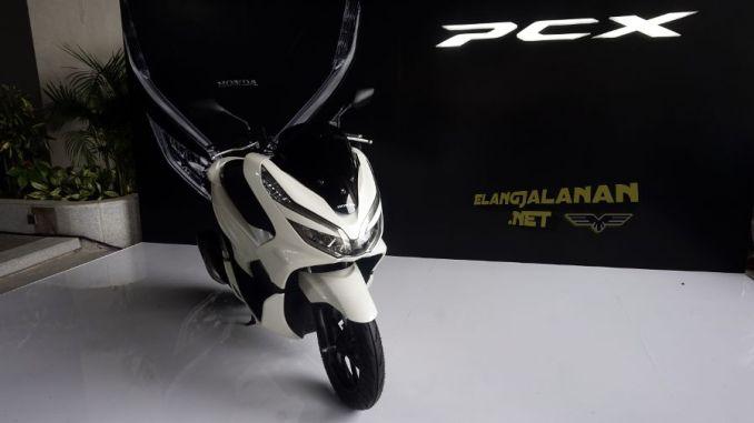 Resmi Dirilis, Berikut Harga Honda PCX 150 2018 Daerah Bandung ... on honda phantom, honda win, honda cd, honda lead, honda tif, honda cmx, honda art, honda moped, honda helix, honda hdr, honda sh150i, honda cbr, honda scooter,