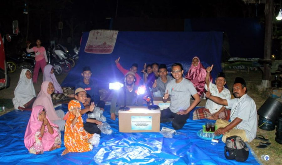 Wahana Berikan Bantuan Korban Gempa Lombok 500 Lampu Karya SMK Binaan