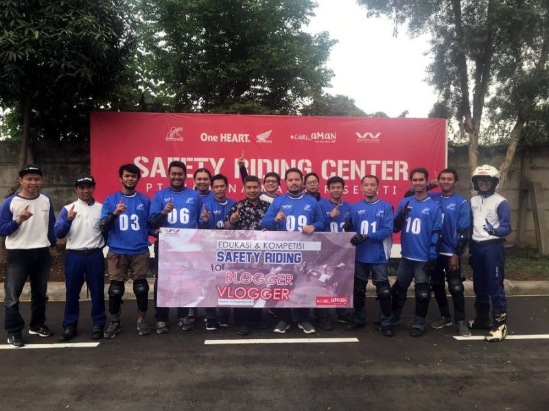 Seru-seruan di event Edukasi dan Kompetisi Safety Riding Blogger Vlogger by Wahana Honda