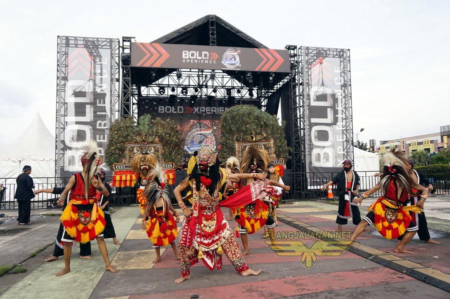 Pawai Budaya Meriahkan Kawasan Sentra Bisnis di 5th Anniversary CCI Bekasi
