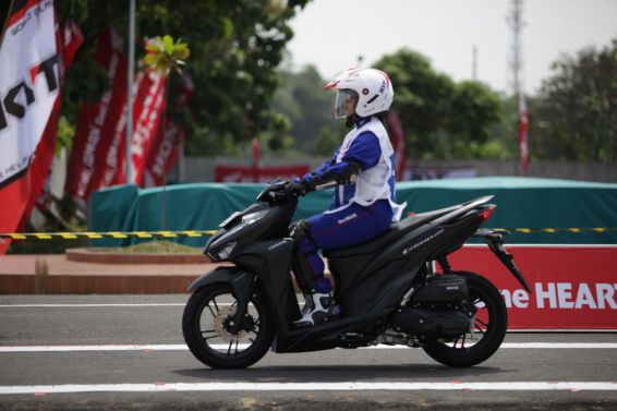 Galeri Foto Astra Honda Safety Riding Instructor