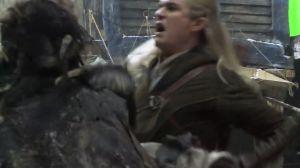 Legolas despacha a un Orco en Esgaroth