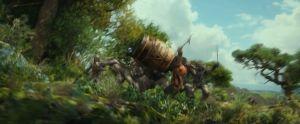 El Enano cae sobre un grupo de Orcos