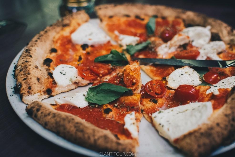que comer en Napoles pizza