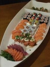 Barca com sushi