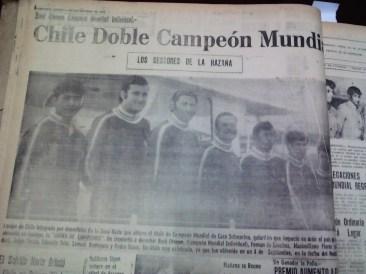 En septiembre de 1971 se desarrolla el Campeonato Mundial de Caza Submarina en Iquique. El día 6, se publica la foto del equipo chileno, el indiscutible ganador del certamen (Foto: Hemeroteca M.R.I.)
