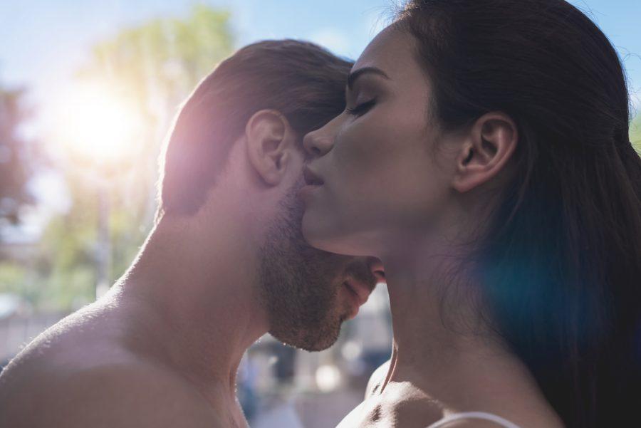 5 juegos eróticos en pareja para avivar la llama de la pasión