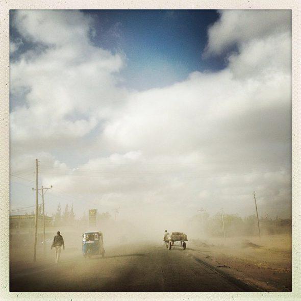 Tormenta de arena en la carretera de Meki Town, Tanzania. Foto: Guillaume Bonn / EverydayAfrica
