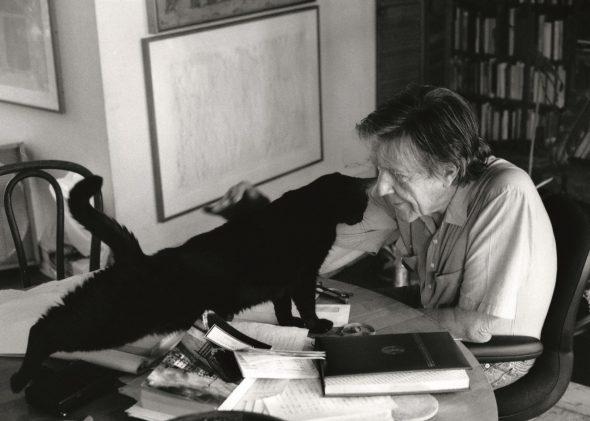John Cage, pionero de la música aleatoria y minimalista. Courtesy of the John Cage Trust