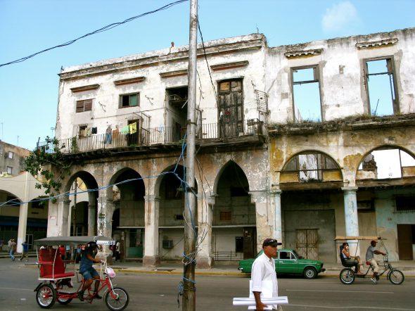 Muchos inmuebles están en estado ruinoso. Foto: Ana Esteban.