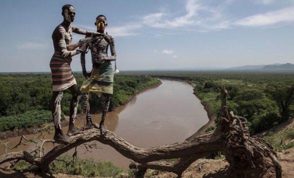 Jóvenes de la tribu Karo en Etiopía. Foto: Natacha Silva /