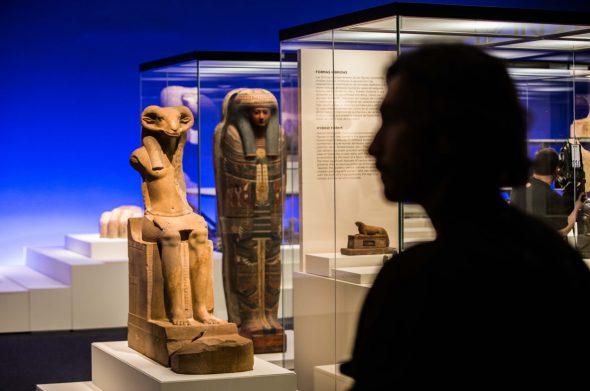 En total la muestra reune 430 obras. La inmensa mayoría de ellas proceden del Museo del Louvre.