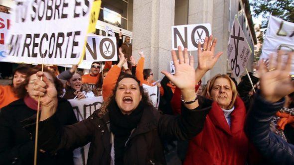 Manifestación de la marea blanca. Fotograma del documental 'No estamos solos'.