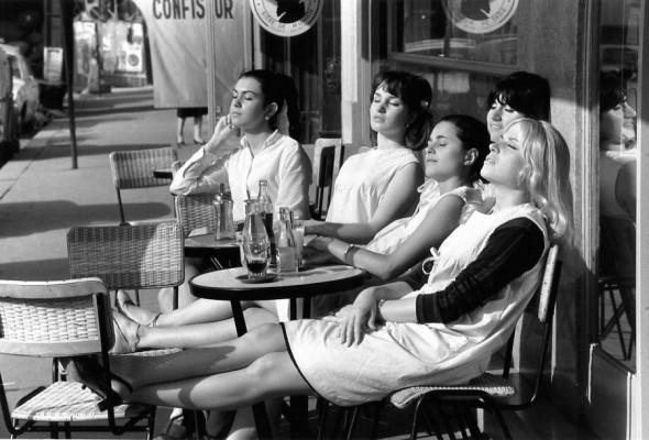 Les coiffeuses au soleil, Paris 1966. Robert Doisneau.
