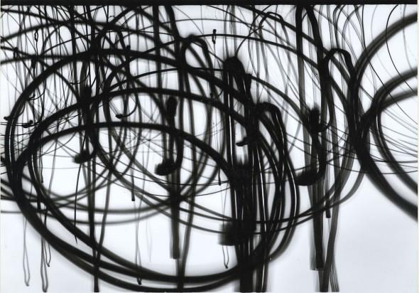 Otto Steinert Lampen der Place de la Concorde 3 [Farolas de la Place de la Concorde 3], 1952 Plata en gelatina, luminograma. Copia de época, 28 x 40 cm Museum Folkwang, Essen [inv.: 65/46] Crédito foto: © Estate Otto Steinert, Museum Folkwang, Essen