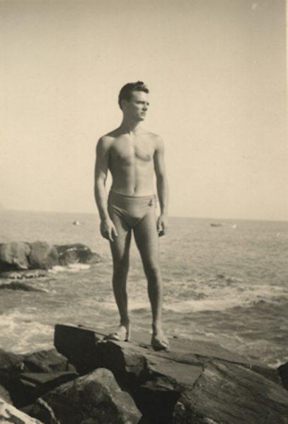 Hombre en la playa. Fotógrafo alemán anónimo. Tenerife, años 50.
