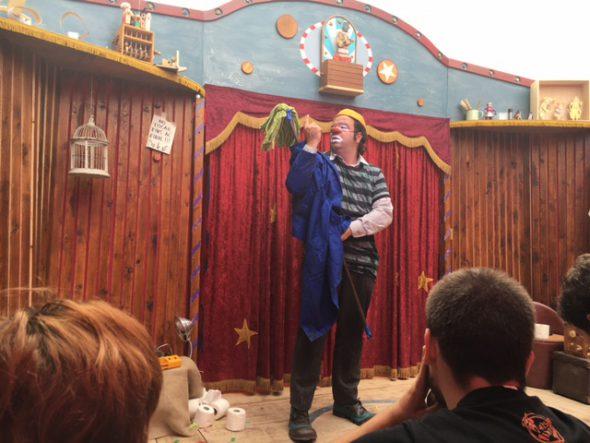 El clown Toti Toronell con su obra Libèlul-la. Foto: S. M.