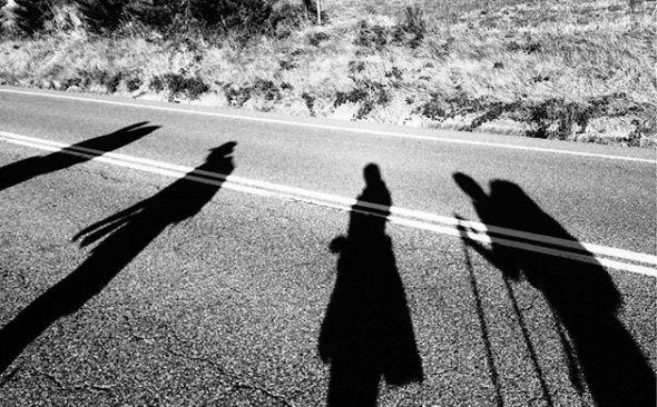 Sombras de peregrinos durante el camino. Foto: Instagram/Undicii