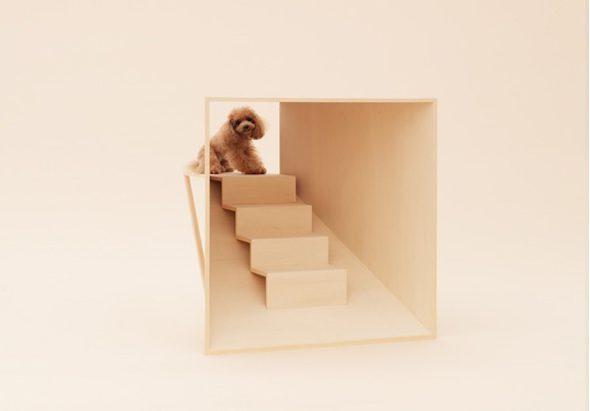 Escalera perruna para el salón, creada Kenya Hara. / Fotografía: Hiroshi Yoda, Architecture for Dogs