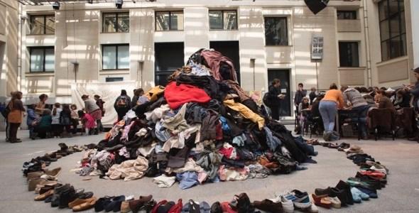 La montaña de ropa de segunda mano que presidirá los dos días del Maratón de Reciclaje Creativo en La Casa Encendida.