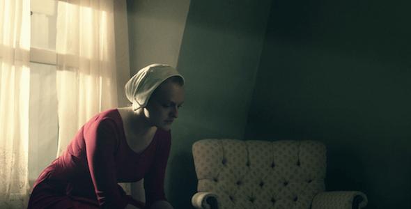 La actriz Elisabeth Moss da vida a la protagonista de la serie 'El cuento de la criada'.
