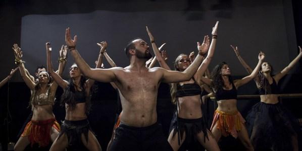 Un momento de la obra Baxai en los Teatros Luchana.