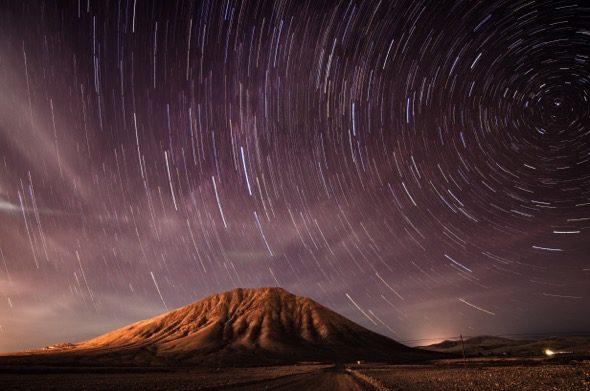 Tindaya bajo las estrellas. Foto: Juan Santana.