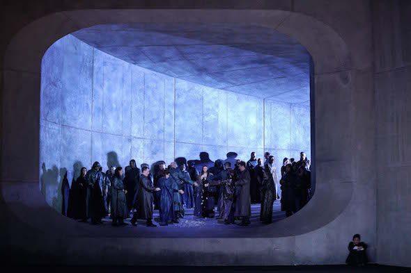 El coro del primer acto de la ópera Lucio Silla de Mozart que se representa en el Teatro Real. Foto: Javier del Real.