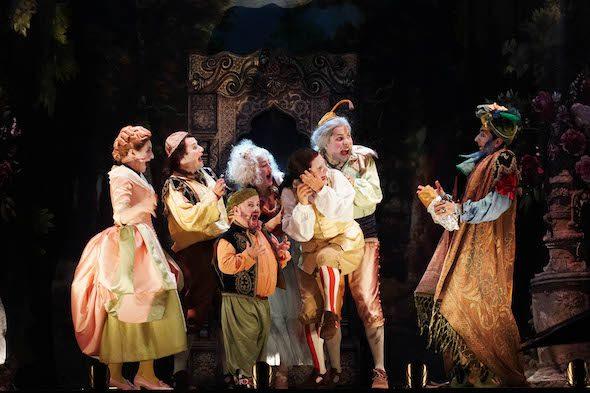 Todos los intérpretes de Bastián y Bastiana en la producción portátil de Les Arts Volant. Foto: J. C. Barberá.