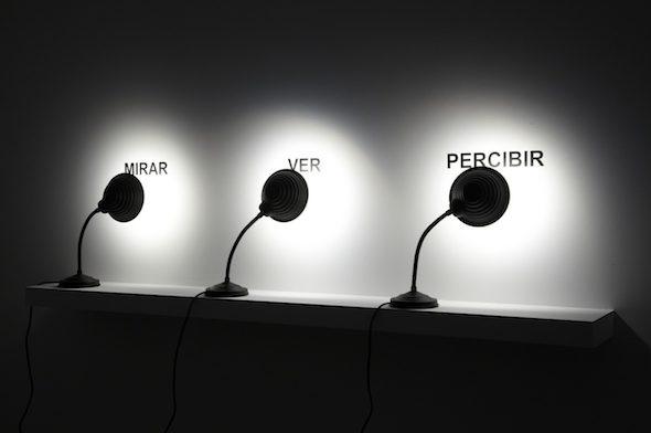 'Mirar, ver, percibir' de Antoni Muntadas. 2009.