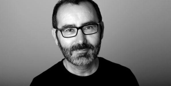 El escritor y periodista Javier Morales. Foto: Isabel Wagemann.