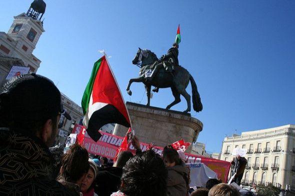 Manifestación a favor de Palestina en la Puera del Sol de Madrid. Foto: Flickr Creative Commons.