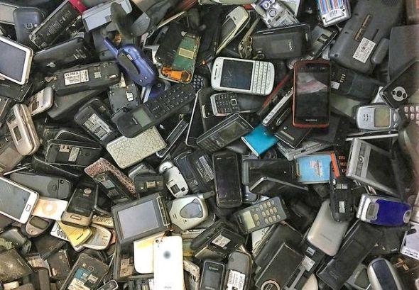 Cientos de móviles desechados. Foto: Flickr Creative Commons.