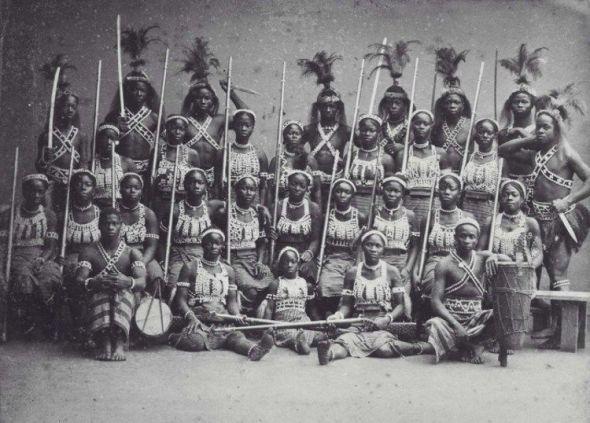 Un grupo de Minos llevadas a Paris en 1891