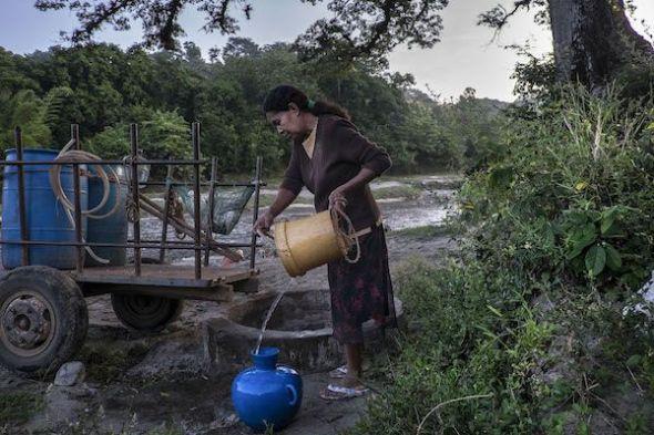 El Salvador es el país con más escasez de agua potable de Centroamérica. En 1999, Industrias la Constancia, una embotelladora de Coca-Cola, se instaló en el municipio de Nejapa, sobreexplotando uno de los acuíferos más importantes del país.