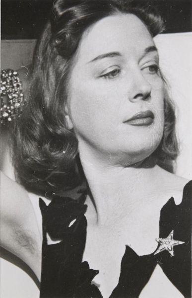 Fotografía de Dorothea Tanning realizada por Man Ray.