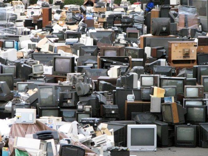 Televisores desechados. Foto: Creative Commons.