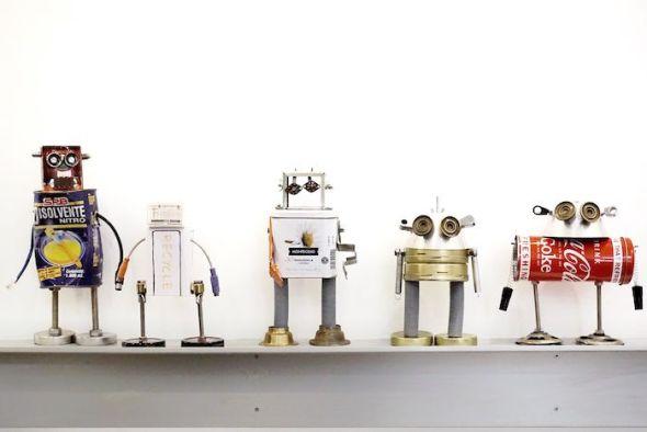 Algunos de los robots de Robotizz expuestos en la galería Mad is Mad. Foto: M. C.