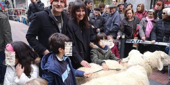 Juan Aguirre y Eva Amaral al terminar el pregón de San Antón en Madrid.
