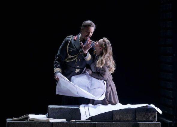 Esta producción de 'El oro del Rin' de Richard Wagner se estrenó en la Ópera de Colonia en 2000.