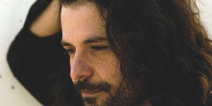 El músico Carlos Chaouen.