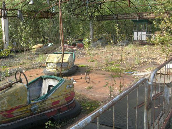 Autos de choque abandonados en Chernóbil. Foto: Carl Montgomery / Flickr Creative Commons.