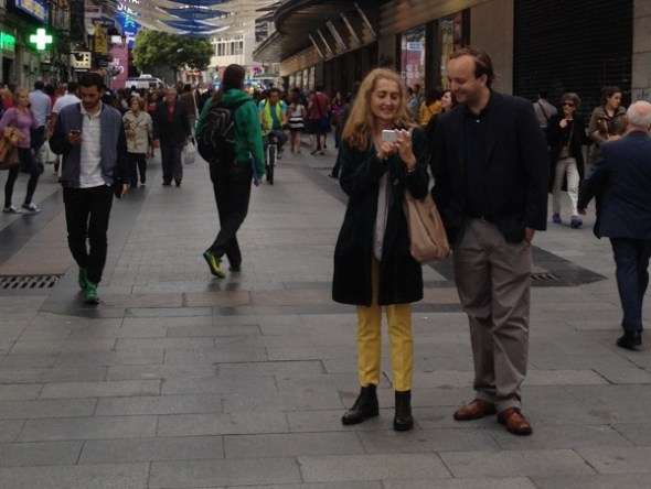 La directora Sonia Tercero con John Dos Passos en Madrid. Fotografía cedida por la realizadora.