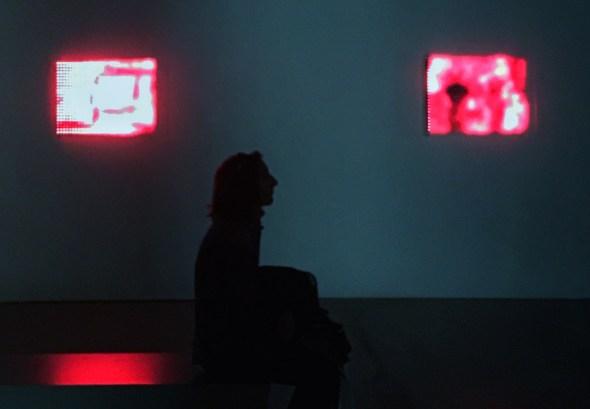 Muestra de Jim Campbell en la Fundación Telefónica. Foto: Manuel Cuéllar.