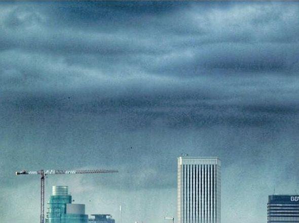 La boina de contaminación de Madrid en la época de construcción del 'nuevo edificio Windsor'. Foto: Manuel Cuéllar.