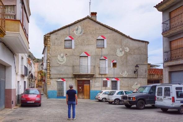 Una plaza en el pueblo de Fanzara. Foto: Manuel Cuéllar.
