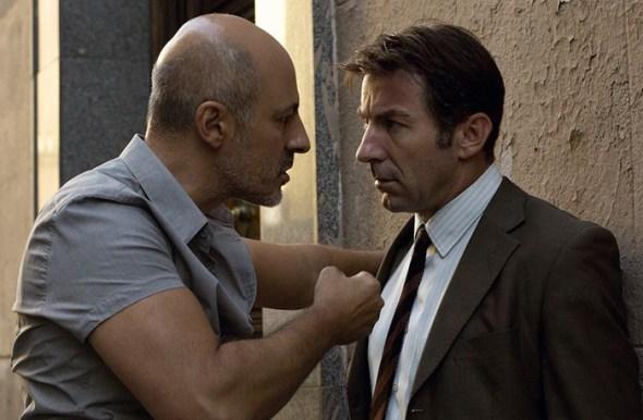 Roberto Álamo, a la izquierda, y Antonio de la Torre en un fotograma de 'Que Dios nos perdone' de Rodrigo Sorogoyen.