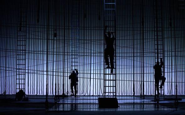 Dos momentos de la ópera Billy Budd que se representa en el Teatro Real. Foto: Javier del Real.