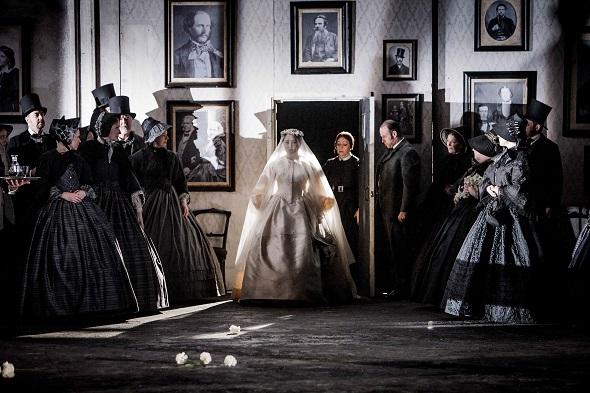 Una escena de Lucia di Lammermoor. Foto: Robert Workman / English National Opera