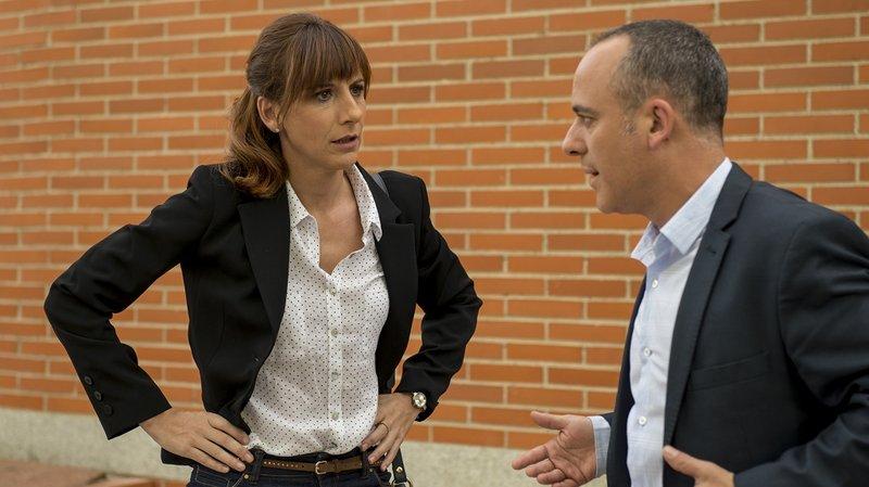 Malena Alterio y Javier Gutiérrez en una secuencia de la serie Vergüenza.